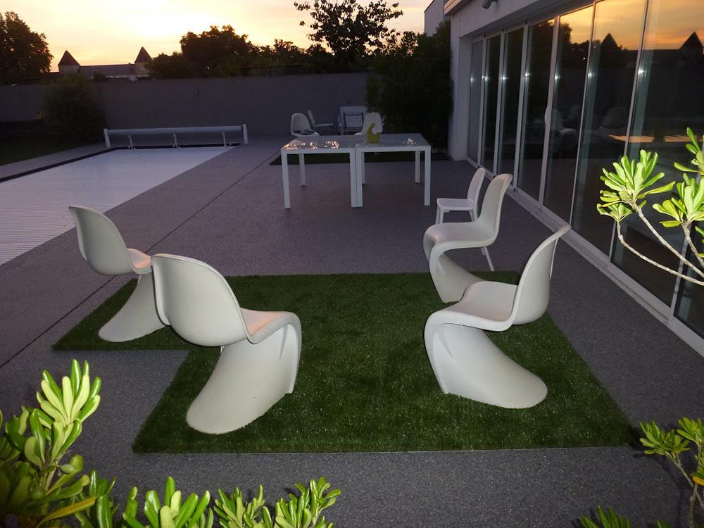 11 - Piscine exterieur tapis pierre | Resiway